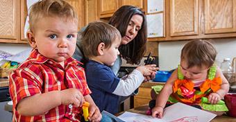 A főállású anyaság lesz a demográfiai nagy dobás?