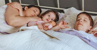 Hatan alszanak együtt - Nem semmi látvány!