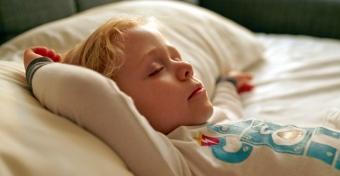 Miért csikorgatja a gyerek a fogát álmában?
