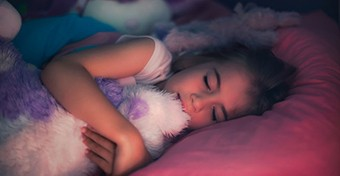 Alvászavar a gyereknél: mi az az éjszakai rémület?