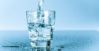 Ha ennyi vizet iszol, elkerülhet a húgyúti fertőzés