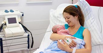 Már egy nappal szülés után hazamehetne az anya és a baba