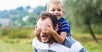 5 dolog, ami igaz az extrovertált szülőkre