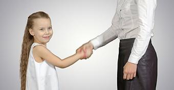 """Mit tegyek, ha nem köszön, vagy nem """"úgy"""" köszön a gyerek?"""