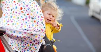 Mit tehetsz, ha a kisgyerek nem akar a babakocsiban maradni?