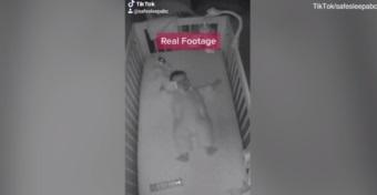 Ez a videó is bizonyítja, milyen veszélyesek a baba ágyában lévő tárgyak