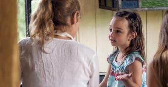 Így magyarázd el a gyereknek, miért fontos otthon maradni