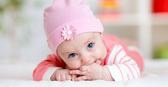 Fogzik a babám - hogyan tudom enyhíteni a fájdalmát?
