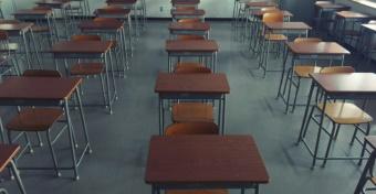 Koronavírus: hétfőtől bezárják az iskolákat