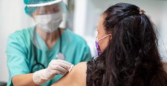 Roham várható, de a kormány ugyanannyi influenzavakcinát rendelt, mint tavaly