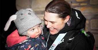 Egy szoptató anya rekordot futott a brit terep-ultramaratonon