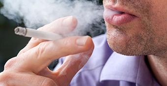 A dohányzó apák fiainak 50 százalékkal kevesebb spermájuk van