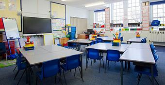 Több mint 2300 pedagógus hiányzik a rendszerből