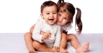 A fiútestvérek visszavetik a fejlődésben a lányokat