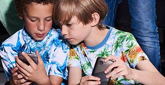 Azokra a gyerekekre is hat a közösségi média, akik nem használják