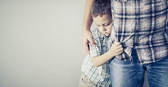 Félelem az idegenektől: mit tegyünk a gyerek megnyugtatásáért?