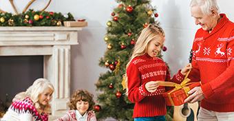 Karácsony a nagyszülőknél: hogy jobb a gyereknek?