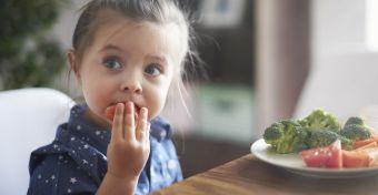 Így vedd rá, hogy megegye a zöldségeket!