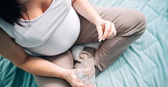 Teherbe esés után is szedni kell a pajzsmirigy gyógyszereket