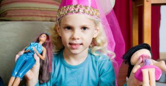 Káros játék a Barbie baba?