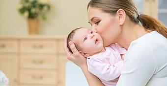 Az anyatej védelmet nyújt a máj megbetegedése ellen