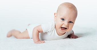 Mikor és hogyan kell a babát hasra tenni?