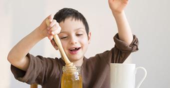 A méz segít, ha elemet nyel a gyerek