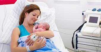 Szülés után: 8 teljesen normális dolog, ami a testeddel történik