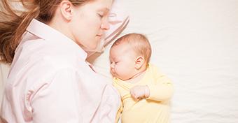Ha az anya szoptat, az együttalvás nem növeli a SIDS kockázatát