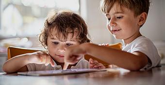 Mennyit tabletezzen a gyerek?