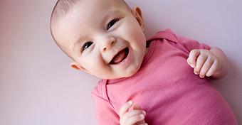 Mit nevezünk a babánál szociális mosolynak?