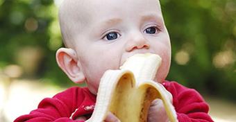Banán: mikortól adható a babának, mi van benne?