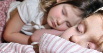 Délutáni alvás: hogyan hangold össze a kistesót és a nagytesót?