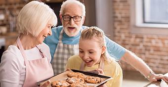Üzenet a nagyszülőknek: ne édességgel mutassátok ki, hogy szeretitek!