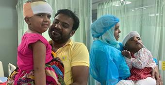 Rekonstrukciós műtéten estek át a bangladesi sziámi ikrek