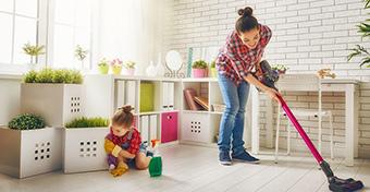 A gyesen lévő anyák végzik a legtöbb házimunkát