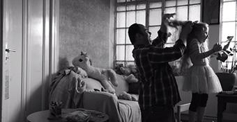 Botrány: szerencsétlennek állítja be egy reklám az apákat
