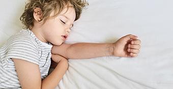 Mikor hagyják abba a gyerekek a napközbeni alvást?
