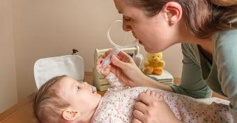 Miért tüsszög az újszülött?