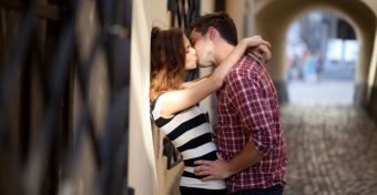 Az önmegtartóztatás tanítása késlelteti a nemi élet kezdetét