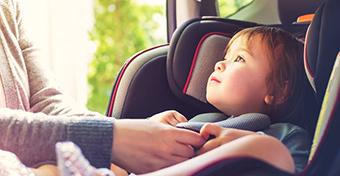 Itt az első légzsákos gyermek-autósülés!