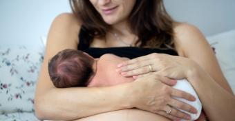 Felnőttként is egészségesebb az, akit anyatejjel tápláltak