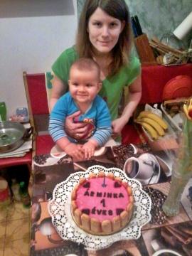 Árminom 1 éves, kistesó a pocakban