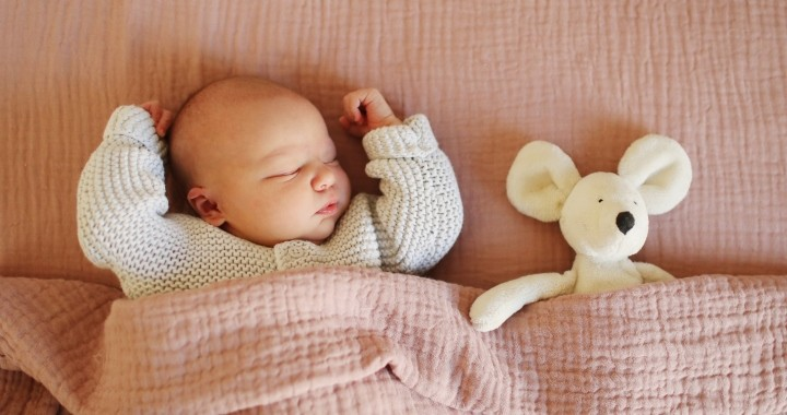 merevedés gyermekeknél alvás közben
