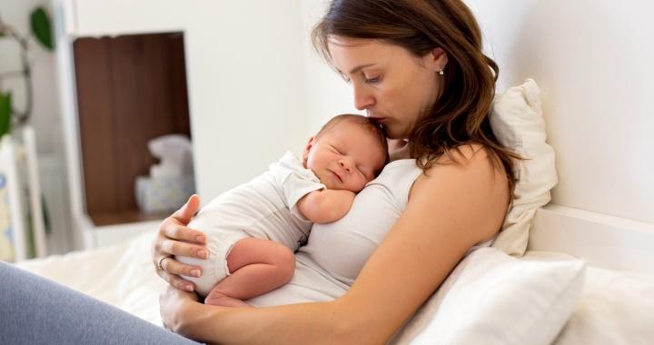 A baba agyfejlődésének is jót tesz, ha sokat öleled