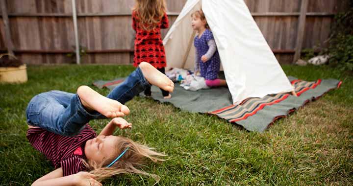 Extrovertált kontra introvertált gyerek - Mire van szükségük?