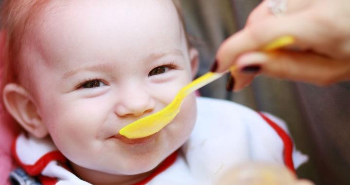 Gyümölcspüré babáknak: Mikor mit kóstolhat?
