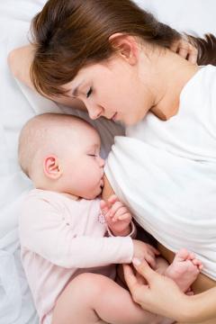 szoptató anya és kisbaba