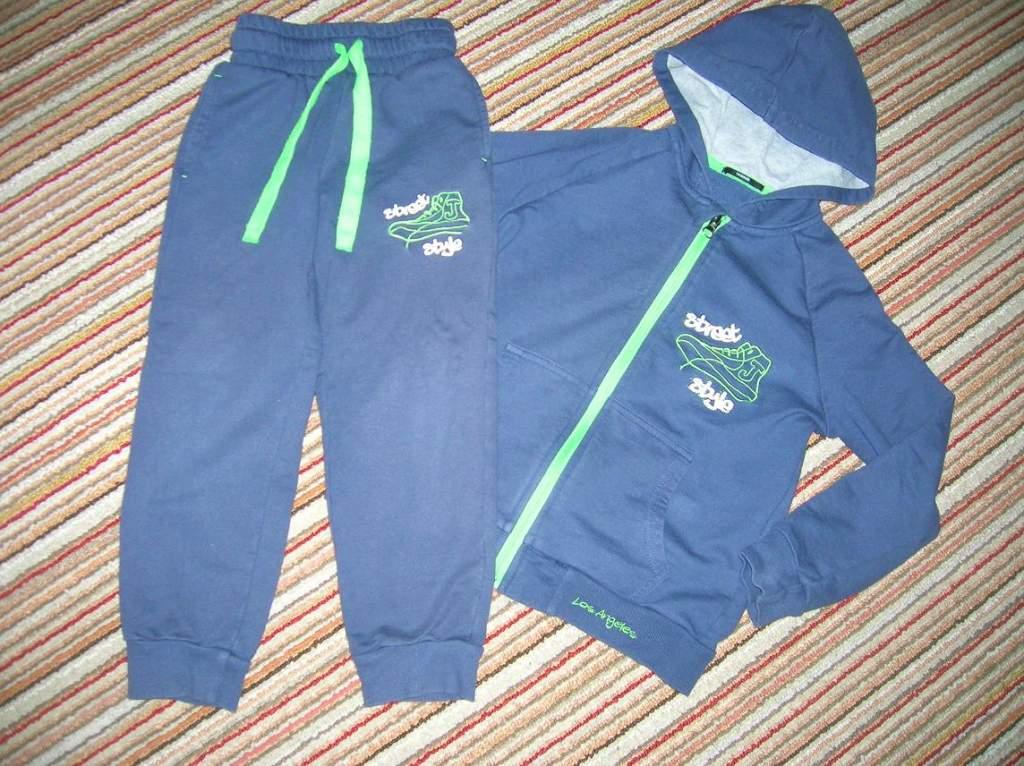1758b8fa2d 110-es márkás kisfiú ruhák és 28-as lábbelik / gyermekruha / Fórum