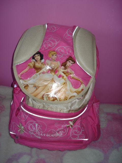 1d8947f972e2 Eladó Hercegnős Anatomiai hátizsák(iskolatáska) 2 évet használtuk ...